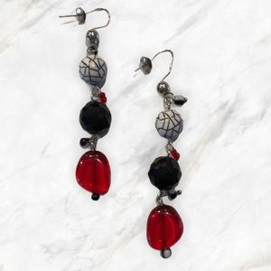🌸2/$10! Dangle earrings of red, black, & white!